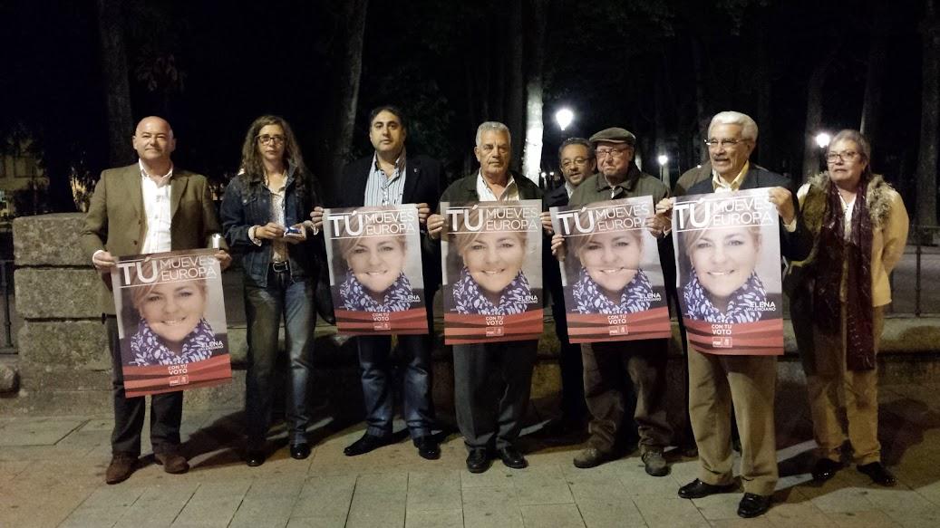 JAvier Garrido  junto a concejales y militantes del PSOEen el inicio de camapaña,