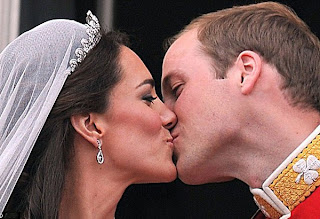 Prince William and Kate Middleton kiss on the balcony after being married - close up. title=