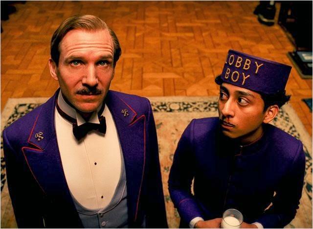 """Ralph Fiennes y Tony Revolori en """"El Gran Hotel Budapest"""""""