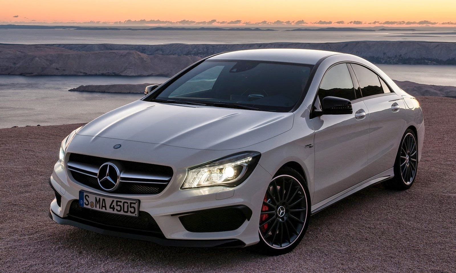 Bmotorweb papel de parede mercedes benz cla 45 amg 2014 for 2014 mercedes benz cla 45