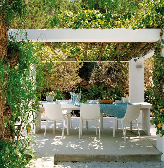 Estilo rustico pergolas para patios rusticos for Decoracion de patios rusticos