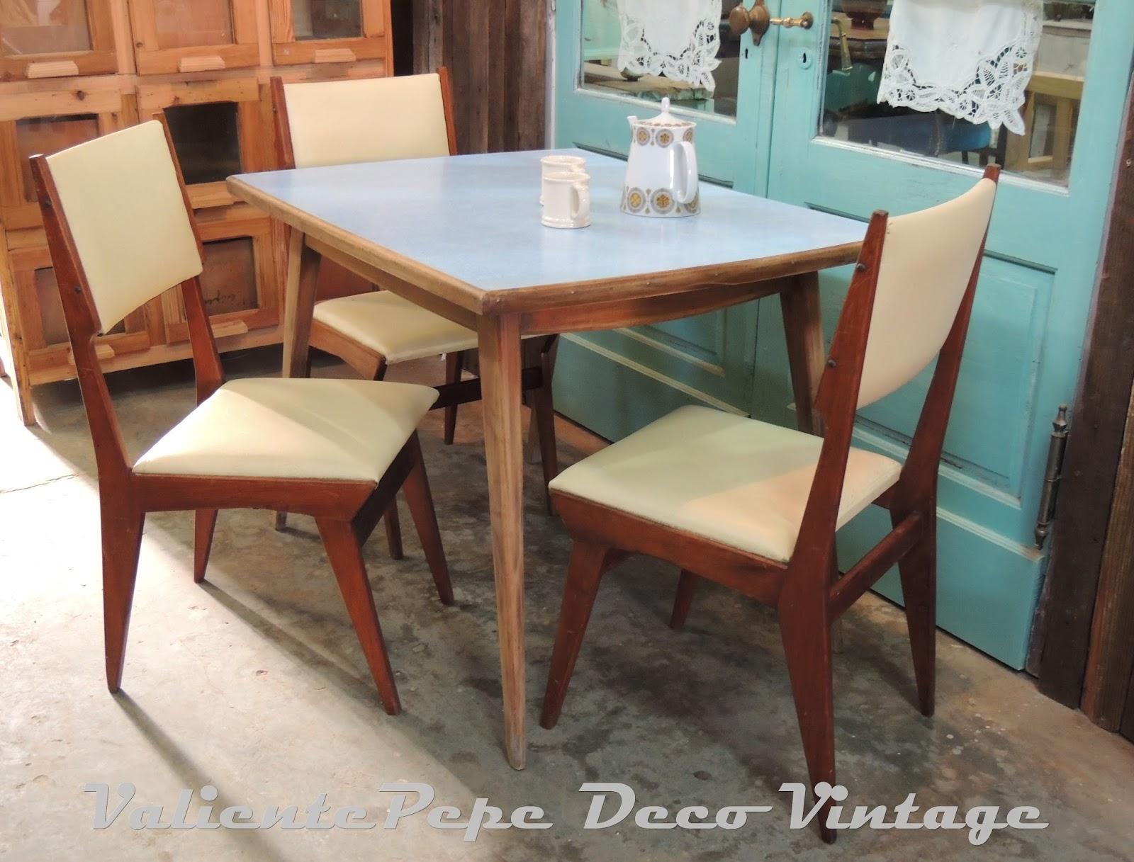 Mesas y sillas vintage dise os arquitect nicos for Mesas comedor escandinavas