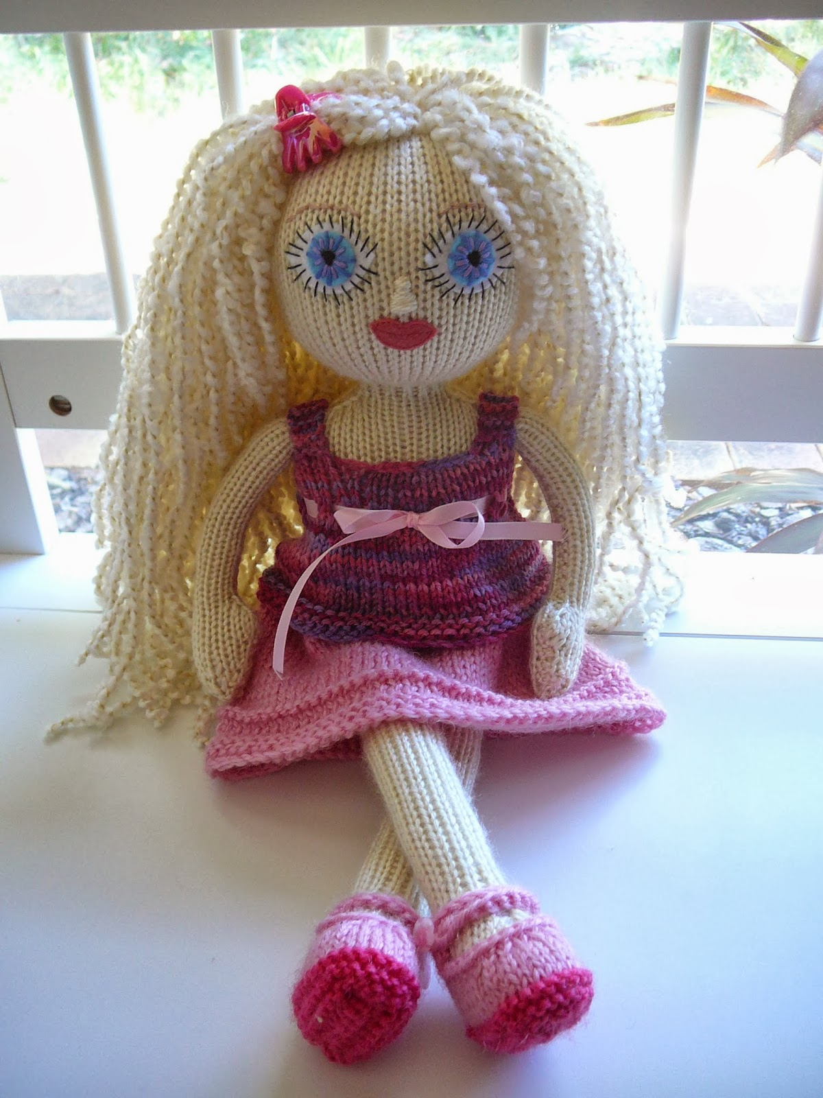 Knitting Patterns For Toy Dolls : An Experiment in Knitted Dolls...: Simones Doll...
