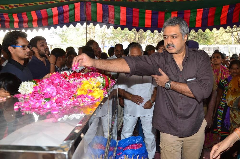 Telugu Hero Uday Kiran Condolences-HQ-Photo-11