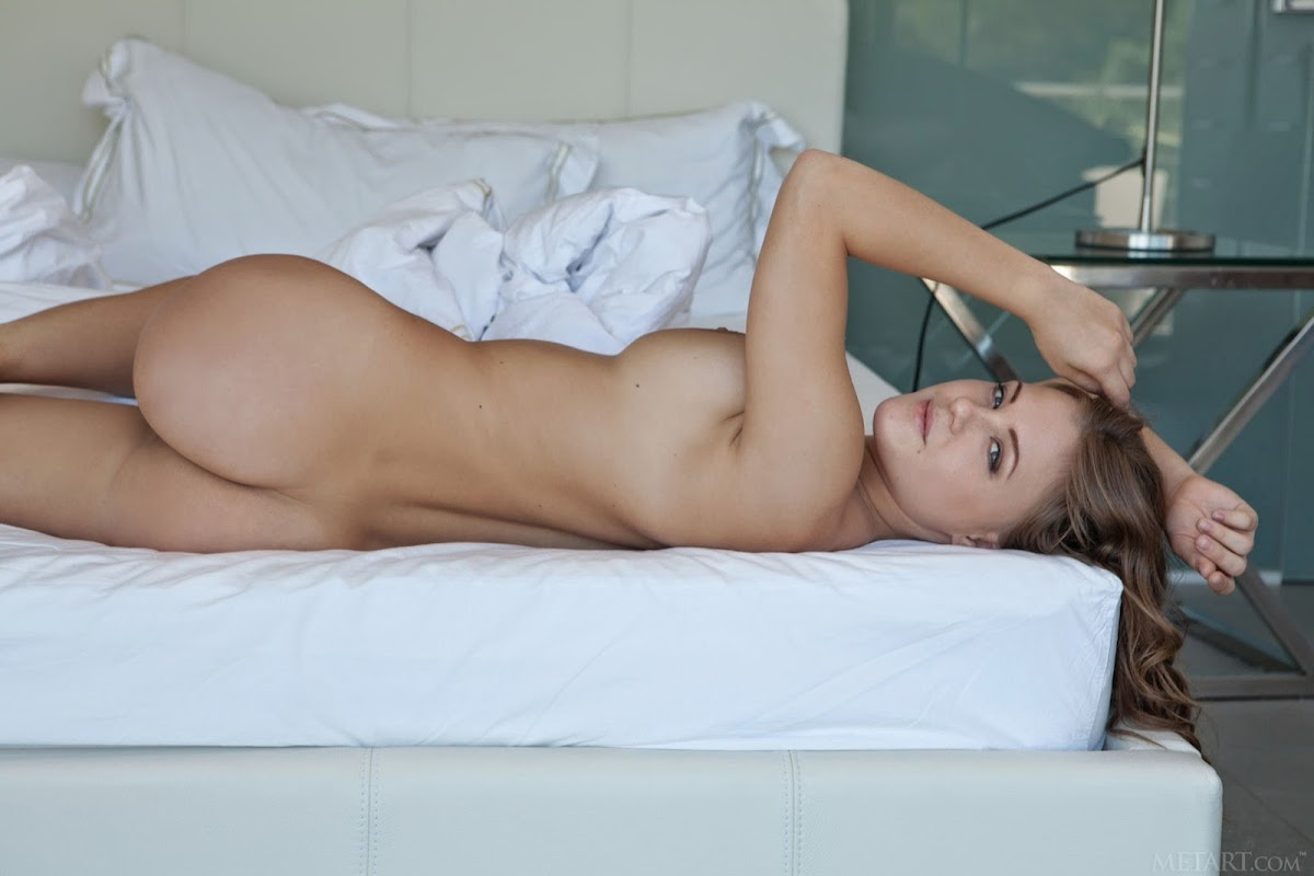 beautiful busty girl Viola/Vanea nude on bed pic 11
