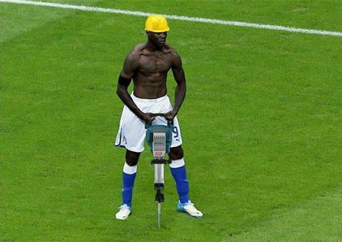 Photoshopped Mario Balotelli's goal celebration 6