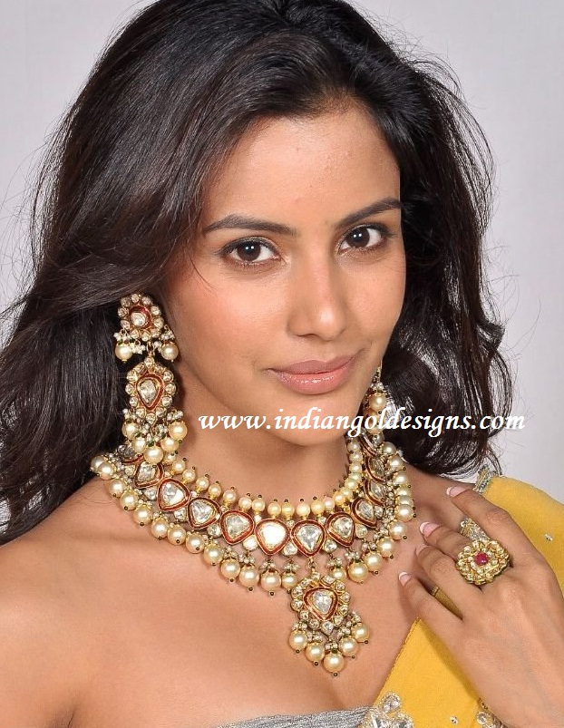Gold and Diamond jewellery designs priya anand in kundan pearl