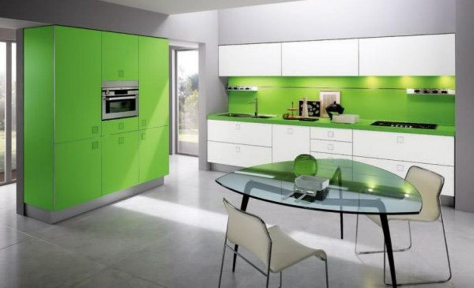 , obien utilizar verdes muy claritos, o bien mezclar muebles en verde