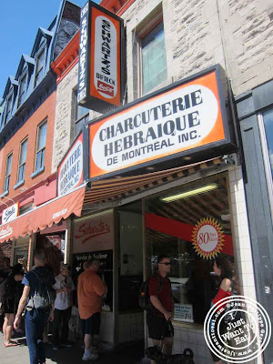 Image of Schwartz&#39;s delicatessen in Montreal, Canada