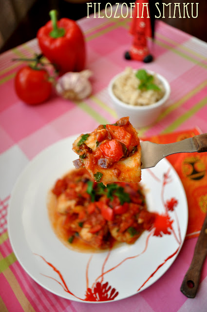 Ryba z pomidorami i ziołami
