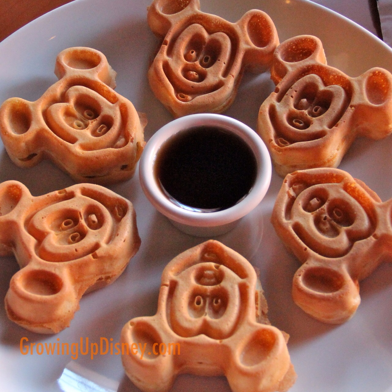 Growing Up Disney Minnie Moms Favorite Character Dining