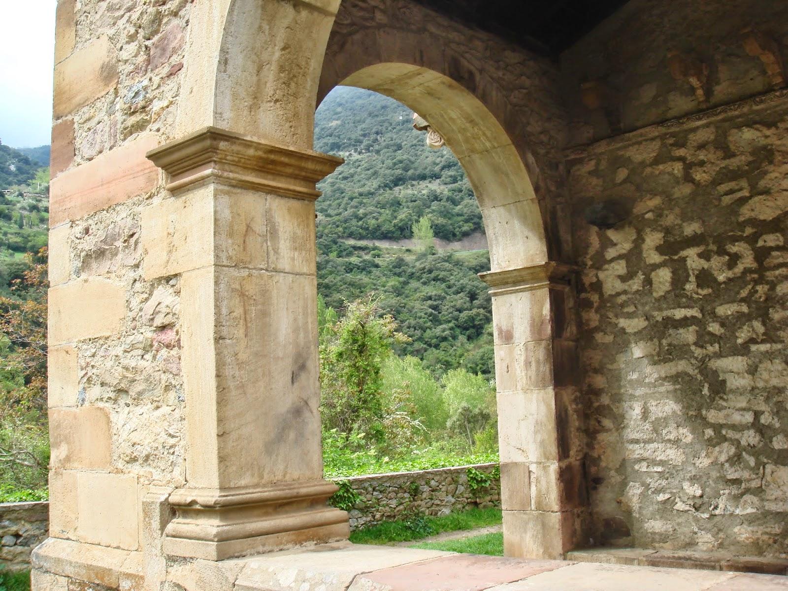 arquitectura Mozárabe en España, arcos Santa María de Lebeña