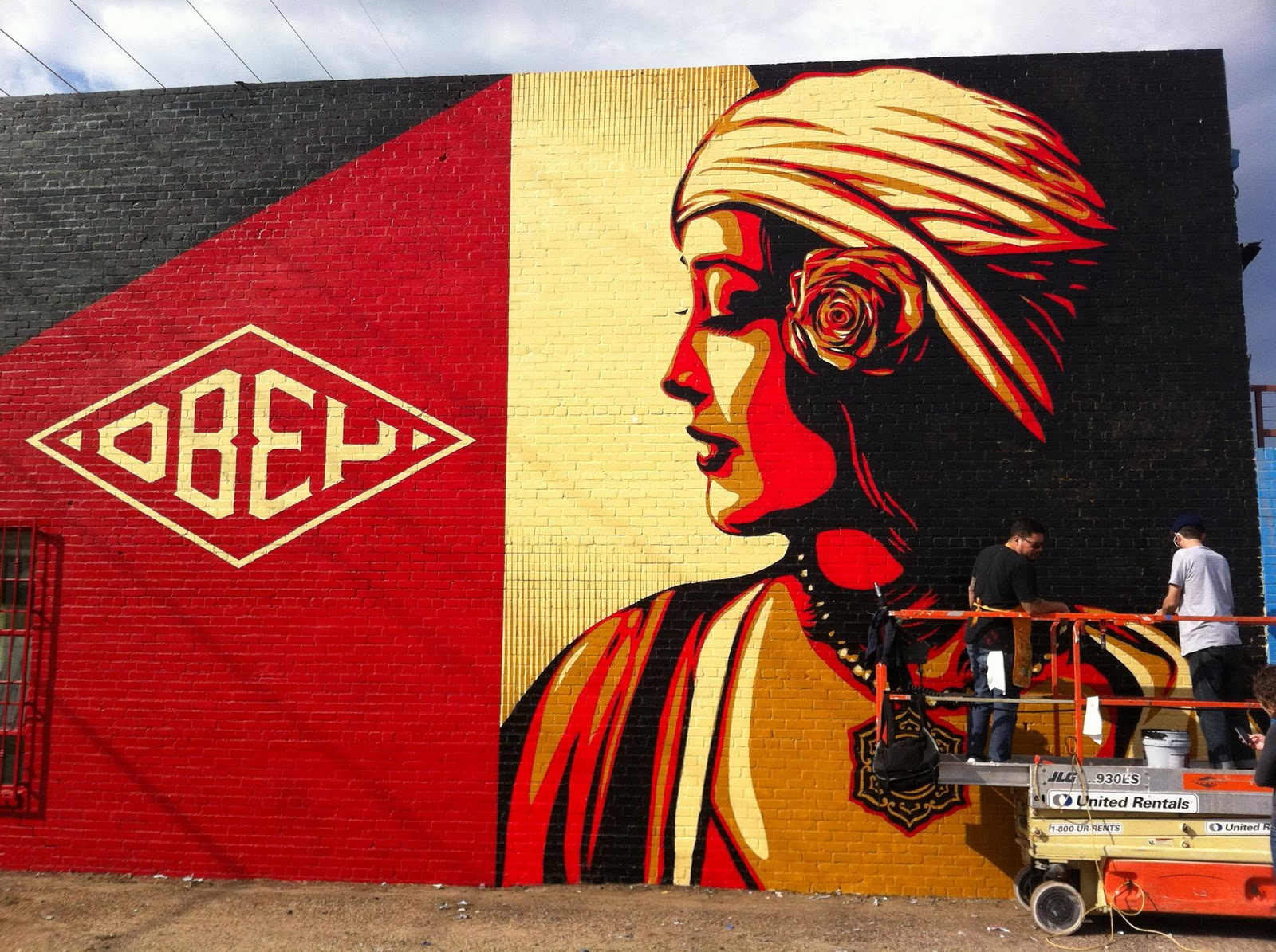 Shepard fairey rise above harmony new murals in for Dallas mural artists