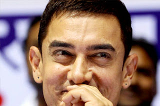 Aamir Khan is all smiles at the award function