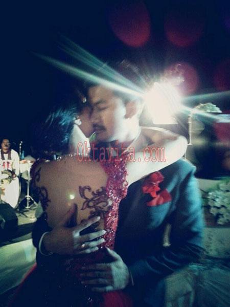 Foto Pernikahan Atiqah Hasiholan dan Rio Dewanto