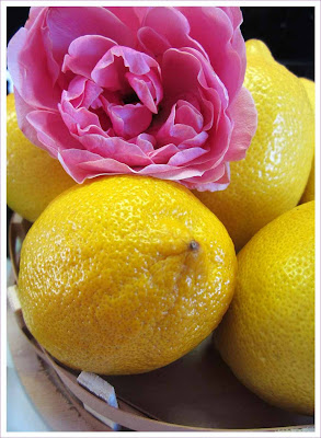 Zitronenlimonade mit Rosenaroma