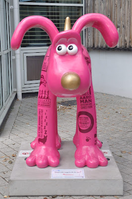 Stat's the way to do it, Lad! Gromit (front view)