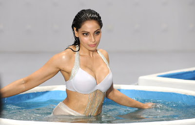 Bipasha Basu White Bikini Raaz 3