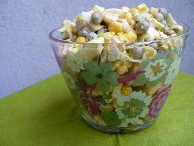 Pyszna sałatka z porem i kukurydzą