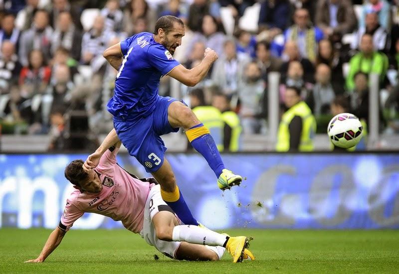 Giorgio Chiellini Bertahan Di Juventus