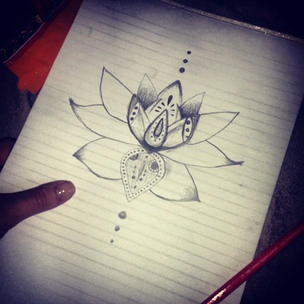 tatouage nuque fleur de lotus