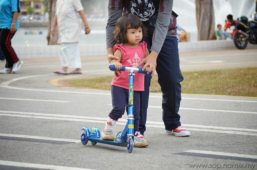 Kisah bergambar - Auni dan skuter