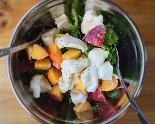 Mozzarella-Pfirsich-Salat