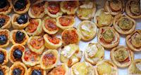 http://camilleenchocolat.blogspot.fr/2015/07/mini-pizzas.html
