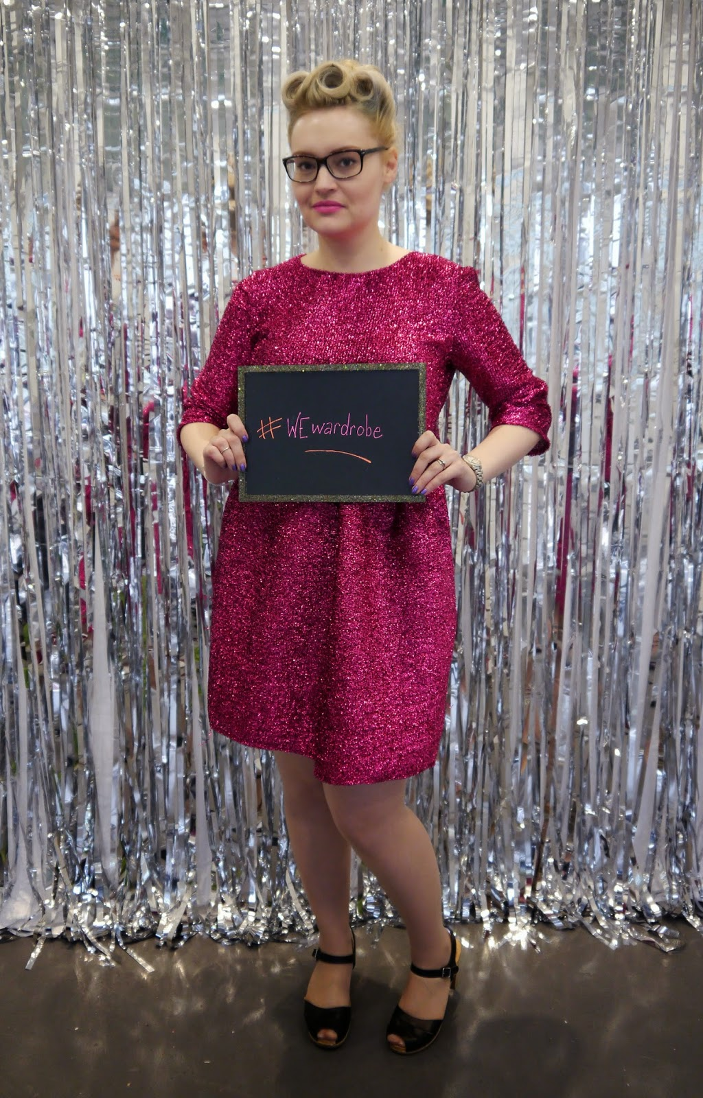 photobooth, DIY, sparkly, party, sequin dress, VintageStyleMe, victory rolls, Betty Grable, poodle hair, 1940s, how to