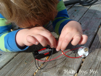 teaching kids about simple circuits
