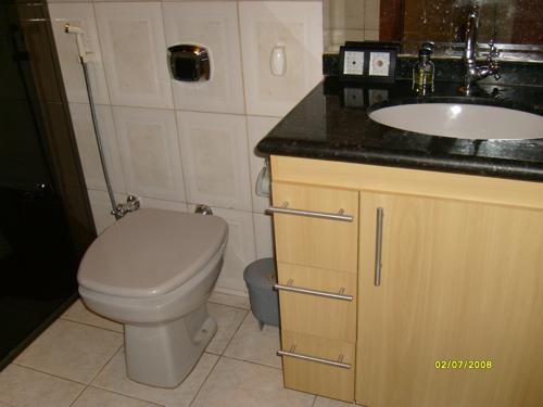 Casa de madeira Santa Mônica Banheiro, armário em pau marfim, a prova dágua, -> Armario De Banheiro A Prova DAgua