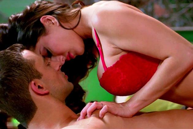 Jism 2 Kissing Scene