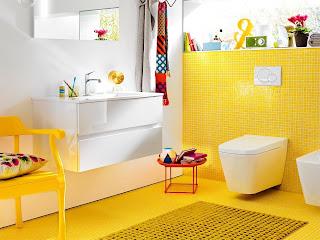 Ba os color amarillo colores en casa for Colores para interiores pequenos