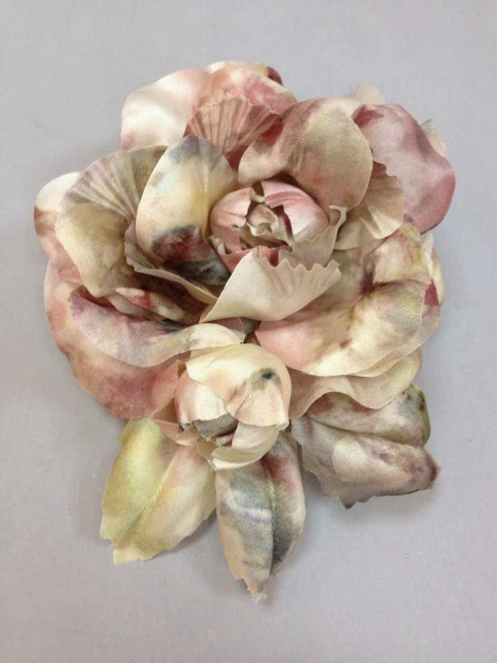Flor de tela personalizada para traje de Charo Agruña