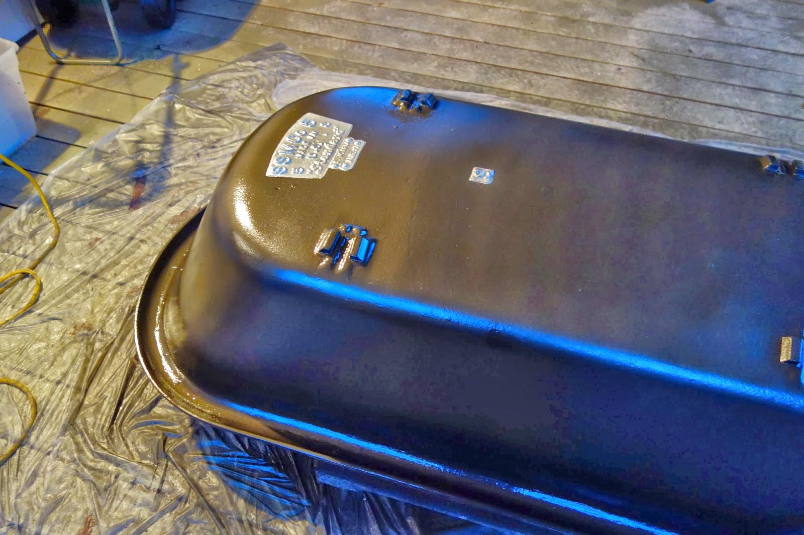 rustyfarmhouse: DIY - Refinishing the Clawfoot Tub, Part 1