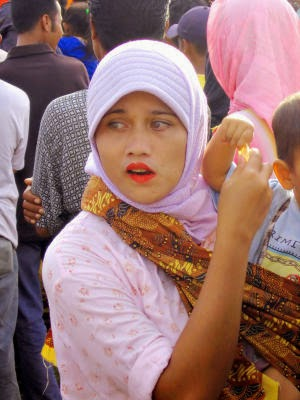 Wanita Cantik Bermata Biru