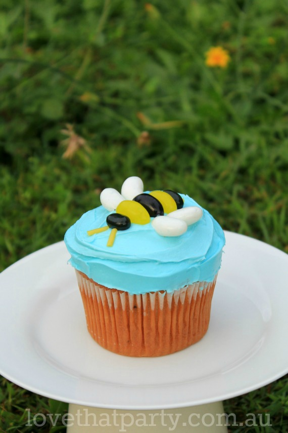 how-to-bee-birthday-cake-tutorial