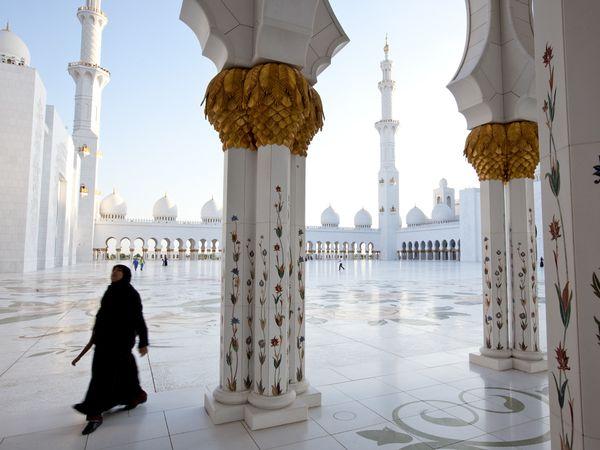 http://kakikerja.blogspot.com/2013/02/masjid-paling-indah-di-dunia.html