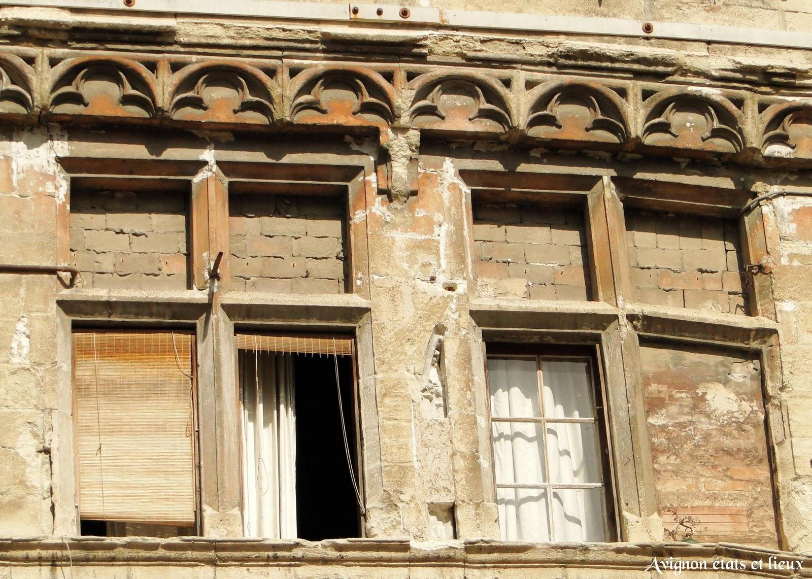 Impressions d 39 avignon la maison gothique de la rue grande for Fenetre en ogive