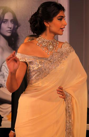 Sonam Kapoor Awesome Look in press conference