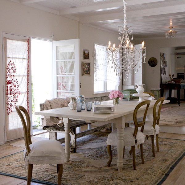 Practical living shabby chic dining for Practical living room designs