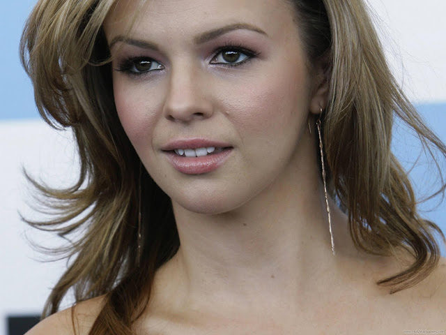 Amber Tamblyn Wallpaper-1600x1200-02