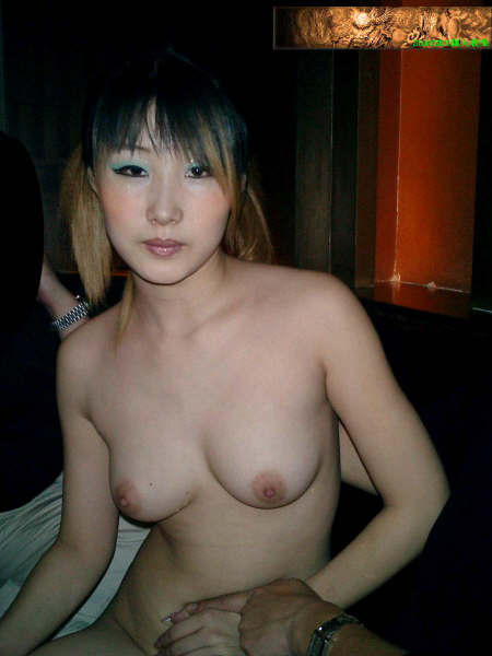 Beautiful & Lovely Chinese Karaoke hooker's wonderful naked photos leaked (18pix)