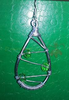 Pendientes aluminio plateado y cristal verde