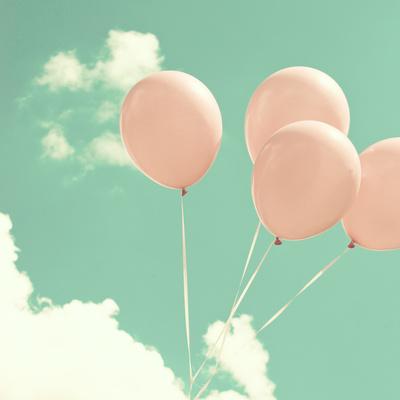vaaleanpunaiset ilmapallot lastenhuone juliste