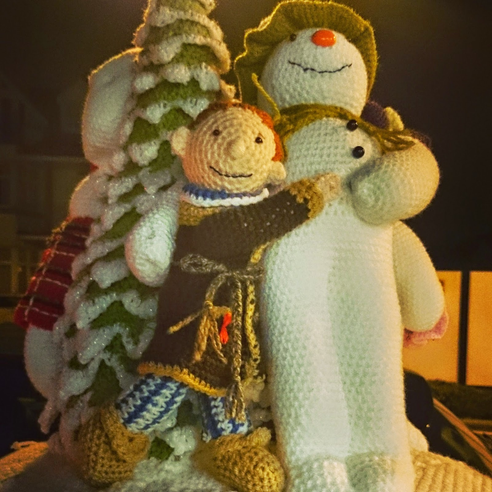 the snowman christmas post box yarnbomb yarn bomb craft club crochet