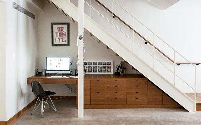 Consejos para usar el espacio bajo la escalera tips for for Espacio escalera