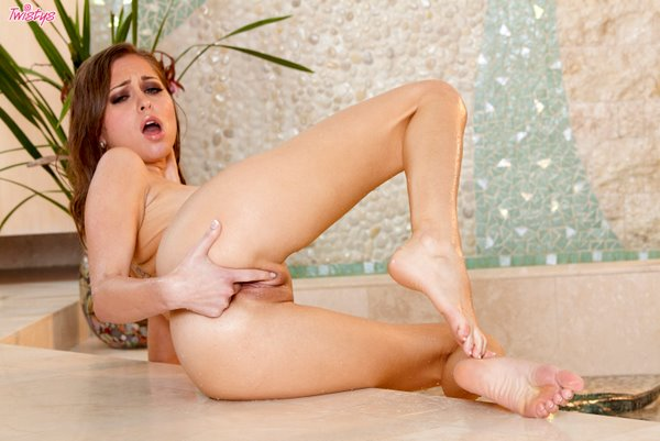 Twistsl6-05 Riley Reid - Wild When Wet 04070