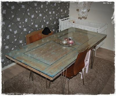 Lage spisebord av dør