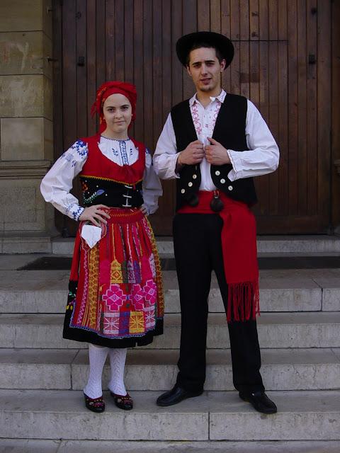 Folkcostume embroidery lavradeira costume viana do castelo minho province portugal - Comprar ropa en portugal ...